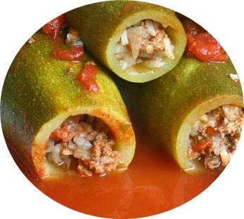 Calabacines rellenos con arroz y carne cocidos en salsa de tomate celiacos latinoamericanos - Salsa para relleno de carne ...