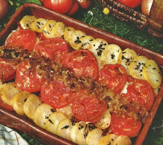 charlotte-de-patatas-cebolla-y-tomate-2